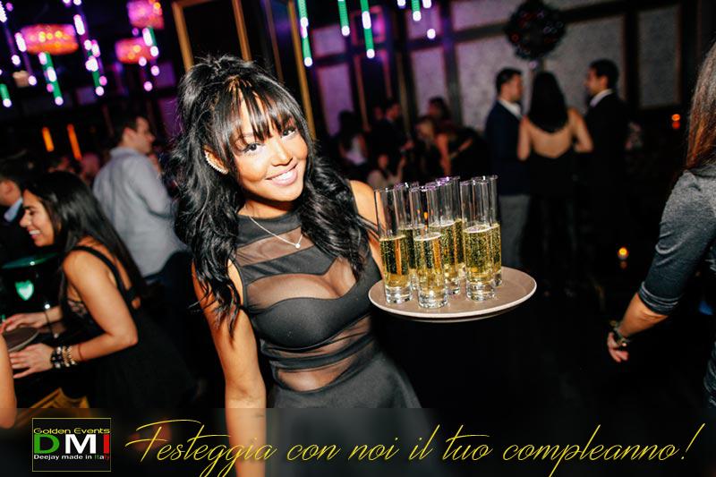 dj per feste, dj festa, festeggia con noi il tuo compleanno, cameriera con champagne, festa di compleanno