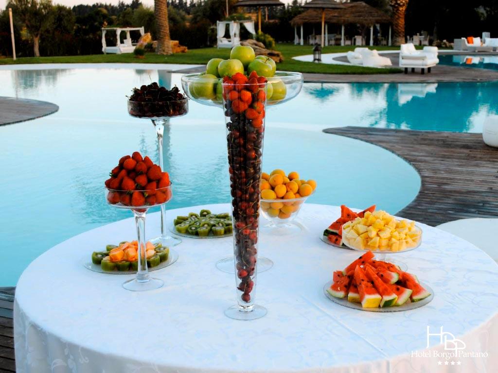 Aperitivo bordo piscina bar festeggiare evento eventi pool for Idee party in piscina