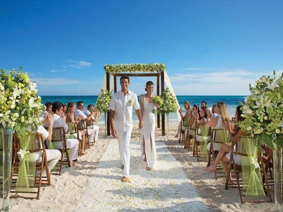 matrimonio in spiaggia idee-matrimonio al mare-matrimonio-in-sicilia-matrimonio all esterno-matrimonio-in-spiaggia-all-aperto-fuori-tropical-wedding