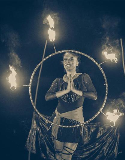 fire-show-spettacolo-fuoco-attrezzo-cerchio-di-fuoco