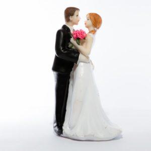 cake-topper-oggi-sposi-originale-romantico-Idee-5-originali-per-decorare-il-Matrimonio-fai-da-te
