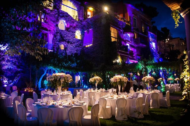 allestimento-led-cerimonia-matrimonio-compleanno-giardino-location-azienda-aziendale