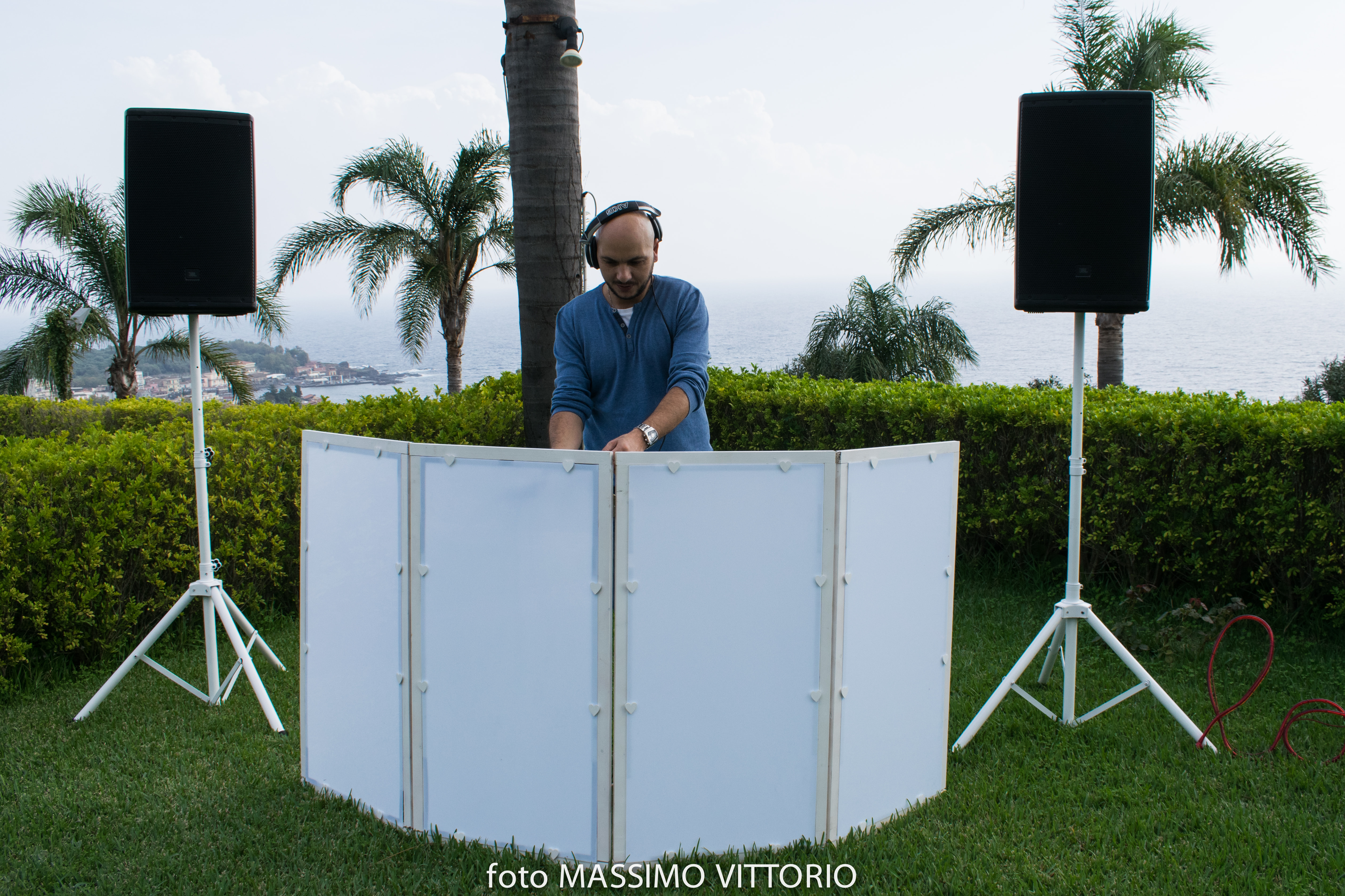 White-Setup-DMI-Golden-Events-Animazione-dj-dariob-dj elegante-dj prato-allestimento dj bianco-